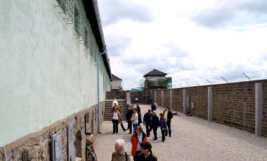 2009-05-16 Gedenkfahrt nach Mauthausen 2009  09gedenk_P5161352.jpg