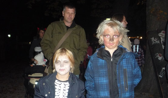 2011-10-31 Halloween-Party  11halloween_P1010224.jpg
