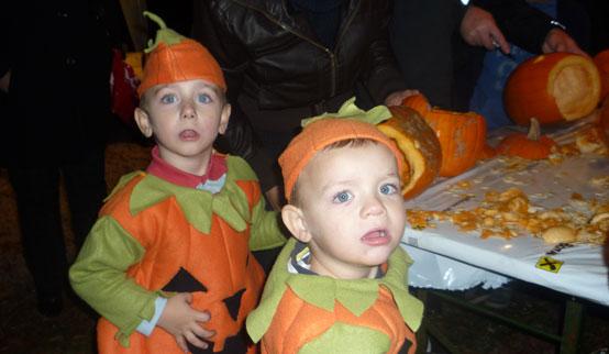 2011-10-31 Halloween-Party  11halloween_P1010229.jpg