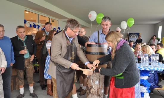 2015-09-26 Wies`n Fest zur Rathausplatz-Eröffnung  15WiesnGaudi_DSC_0104.jpg