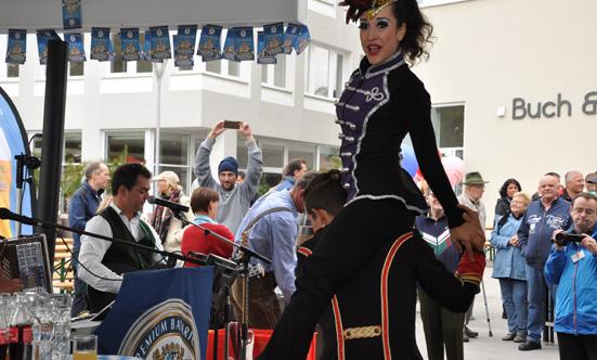 2015-09-26 Wies`n Fest zur Rathausplatz-Eröffnung  15WiesnGaudi_DSC_0159.jpg