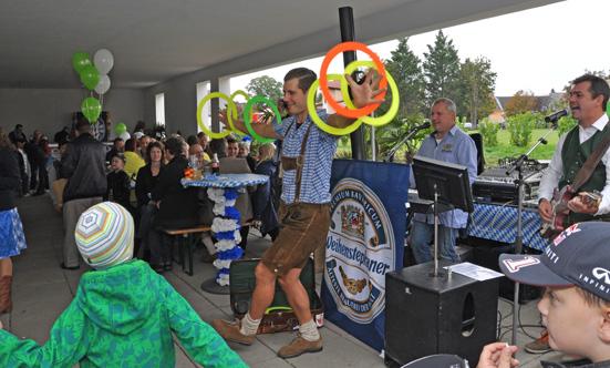 2015-09-26 Wies`n Fest zur Rathausplatz-Eröffnung  15WiesnGaudi_DSC_0183.jpg
