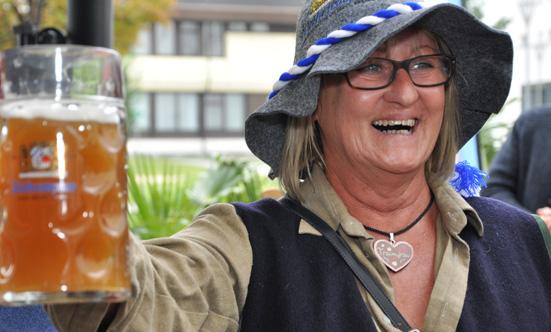 2015-09-26 Wies`n Fest zur Rathausplatz-Eröffnung  15WiesnGaudi_DSC_0227.jpg