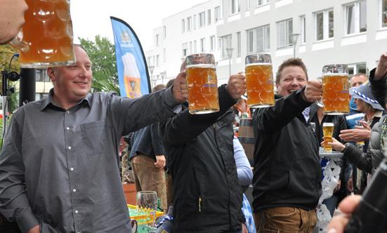2015-09-26 Wies`n Fest zur Rathausplatz-Eröffnung  15WiesnGaudi_DSC_0269.jpg