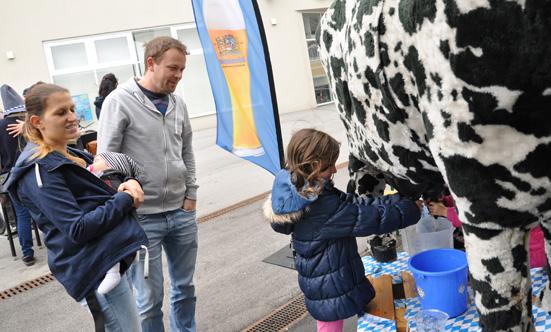 2015-09-26 Wies`n Fest zur Rathausplatz-Eröffnung  15WiesnGaudi_DSC_0310.jpg