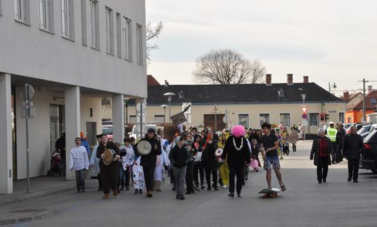 Faschingsparty beim Rathaus  17fasching_DSC_0117.jpg